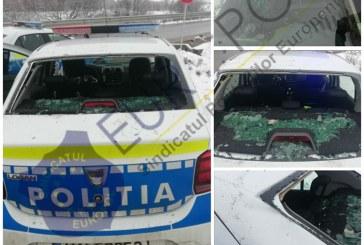 Scandal uriaș la Ponorâta: Polițiștii au fost atacați cu pietre (VIDEO)