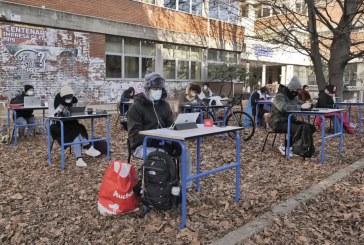 Imaginea zilei: protest al elevilor din Bergamo care le-au cerut autorităților să fie permisă reluarea cursurilor în clase