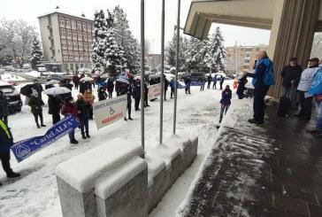 Protest al sindicaliștilor de la Cartel Alfa în fața Prefecturii Maramureș (FOTO)