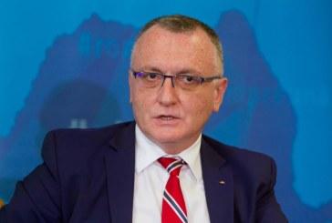 Cîmpeanu afirmă că Ministerul Educaţiei nu exclude nici revenirea la trimestre, nici extinderea duratei cursurilor