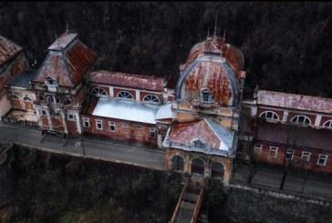 Reportaj BBC la Băile Herculane: Tinerii fani ai istoriei României luptă pentru salvarea unei stațiuni balneare imperiale