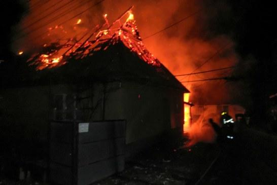 Incendiu în miez de noapte la o casă din Crăciunești