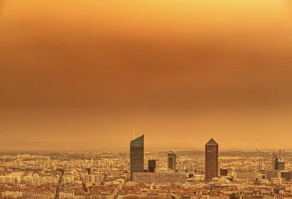 Imaginea zilei: Lyon, unul din orașele franceze afectat de norul de praf saharian, care a ajuns în Europa