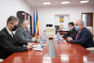 Secretarul Senatului, Dan Ivan, a avut o rundă de discuții cu însărcinatul cu afaceri al Ucrainei la București, Păun Rohovei
