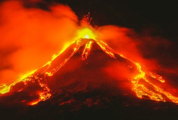 Fântânile de lavă ale vulcanului Etna s-au ridicat luni până la 1.500 de metri înălțime