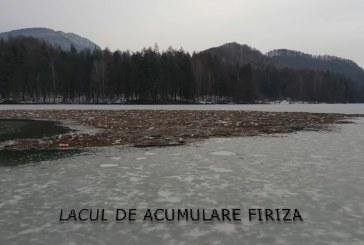 PRĂPĂD pe barajul Firiza: Insulă de gunoaie suprinsă de un băimărean (VIDEO)