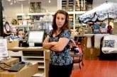 AVEȚI GRIJĂ – Închisoare pentru că a tușit în fața unei cliente într-un magazin