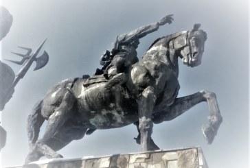 BOGDAN VODĂ – Statuia lui Bogdan Vodă se degradează pentru că nu sunt bani de restaurare