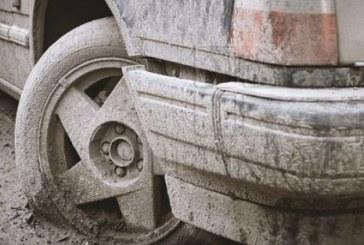 LEGE NERESPECTATĂ – Mașinile pline cu noroi, liber la circulație pe drumurile publice