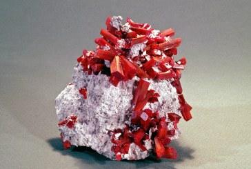 Exponatul săptămânii de la Muzeul Județean de Mineralogie: Realgarul din mina Cavnic