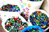 BUCURIE – Cazuri sociale rezolvate cu ajutorul capacelor din plastic