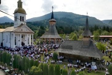 15 AUGUST – Mănăstirile Moisei și Rohia îmbracă haine de sărbătoare