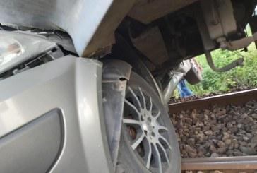 112- Mașină lovită de tren la Bușag