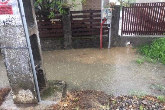 PLOI ABUNDENTE – Apele fac probleme în localitățile județului