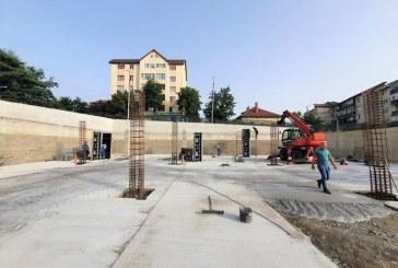 LA ALȚII SE POATE – Parcare supraetajată în zona unui spital județean aproape de Maramureș