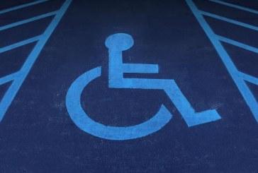 OBICEI GREU DE ÎNȚELES – Unora le place să parcheze pe locurile destinate persoanelor cu handicap