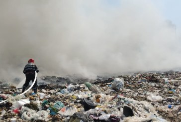 A ars din nou: Incendii pe bandă rulantă la muntele de gunoi de lângă Baia Mare