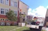 Panouri fotovoltaice montate pe acoperișurile mai multor clădiri publice din Târgu Lăpuș